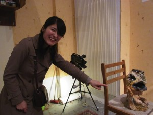 Makiko Furuichi with a marionette of Memento Mori