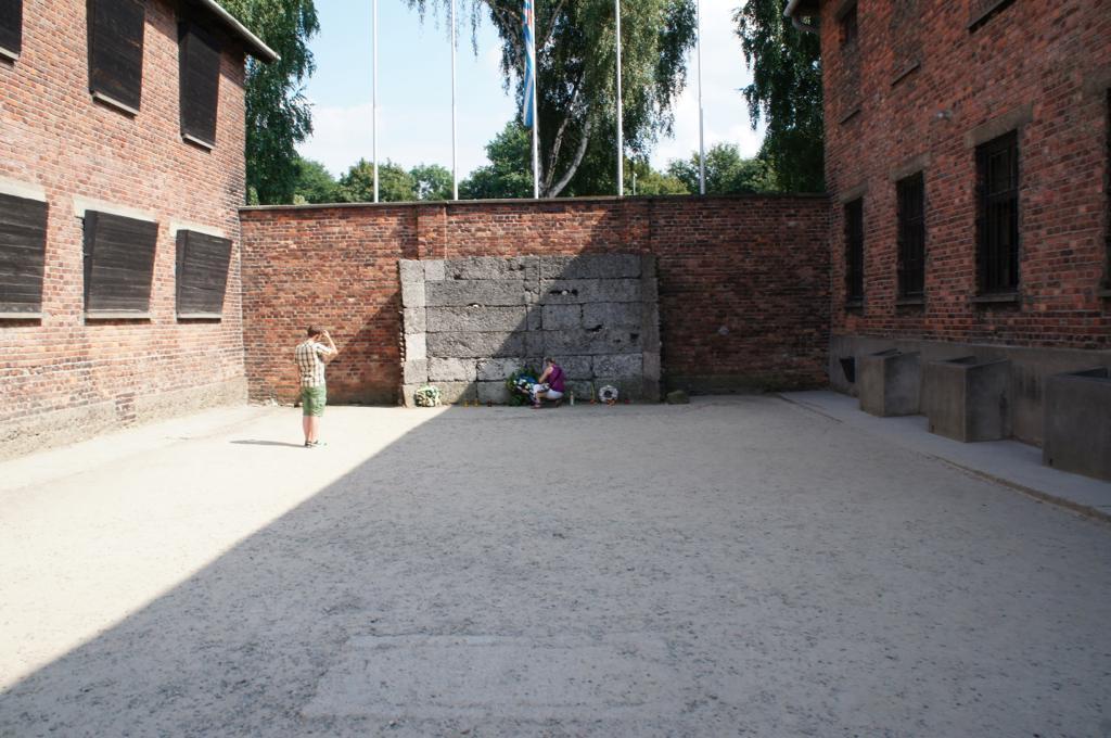 銃殺に使われた壁(再現)