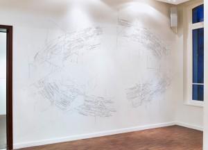 Bug report (circuit), 2014 fil tendu avec pistolet à colle sur mur,500x570cm vue de l'exposition, «Voyageurs», Paris